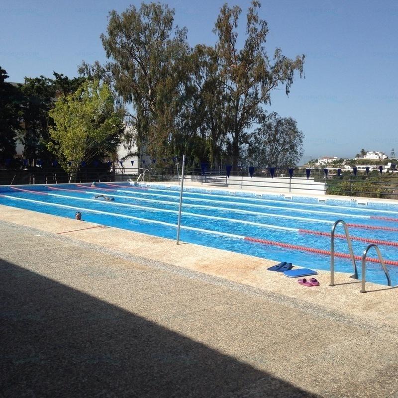 Informaci n piscina polideportivo y piscina cubierta nerja for Piscina polideportivo